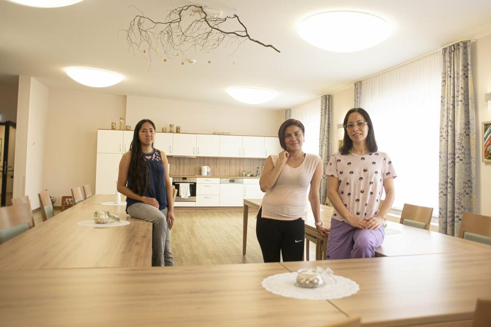 Drei Mexikanerinnen verstärken seit Anfang dieses Monats das Team des Azurit-Pflegeheimes in Kamenz: Elvir Lorena Valdovinos Rivera, Natividad de Lourdes Rivera Gutierrez und Kennia Luna Rodriguez (v.r.).