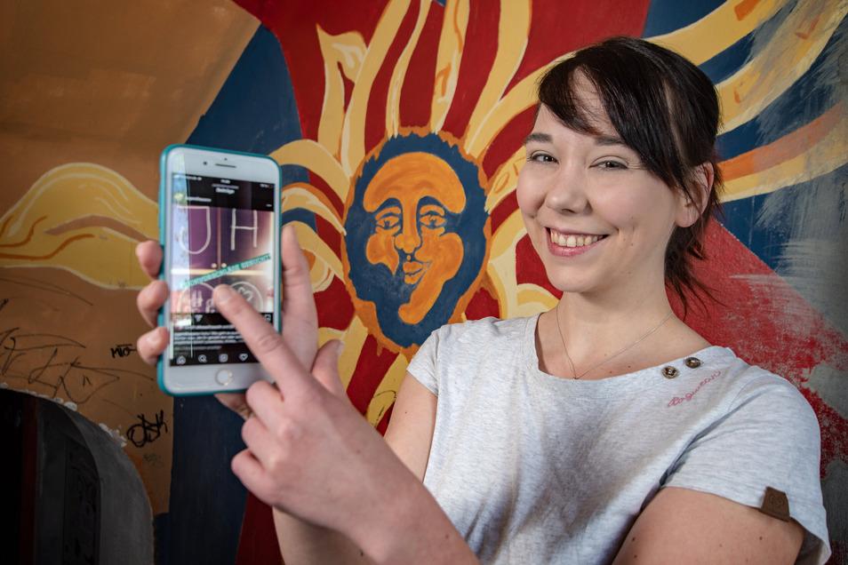 Nicole Schröder vom Roßweiner Jugendhaus hilft Kindern und Jugendlichen per Instagram beim Homeschooling. Besonders gefragt ist ihre Unterstützung im Fach Mathematik.