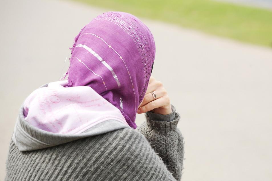 Der Europäische Gerichtshof hat die Rechte von Arbeitgebern gestärkt, die das Tragen von Kopftüchern verbieten. Deren Wunsch, ihren Kunden ein Bild der Neutralität zu vermitteln, sei legitim, urteilte das Gericht.