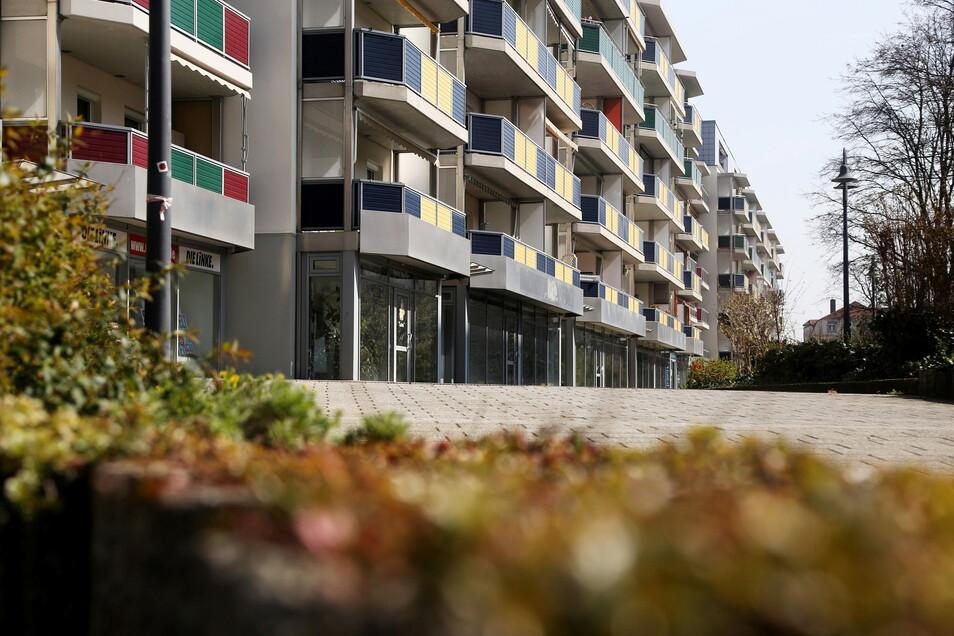 Gut 4.500 Wohnungen gehören zum Bestand der WGR-Riesa - auch diese Zeile an der Bahnhofstraße.