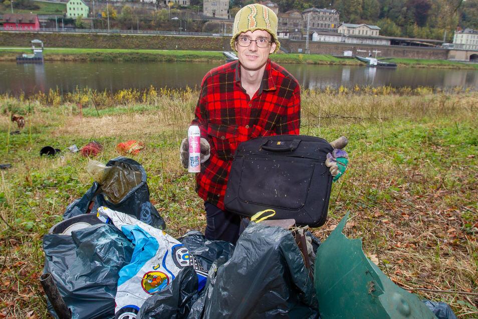 Ziegenhirte Patrick Pietsch organisiert am Sonnabend die nächste Müllsammelaktion an den Elbwiesen in Halbestadt.