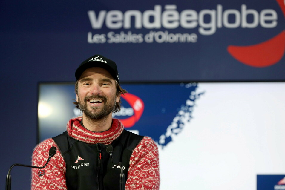 Boris Herrmann, Skipper aus Deutschland, hat gut lachen: Der Fünftplatzierte der Vendee Globe Weltumsegelung 2020/2021 durfte die Viertalfinalpaarungen des DFB-Pokals auslosen