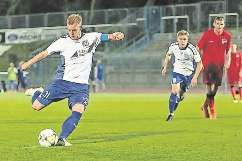 """Robin Fluß soll aus Bischofswerda nach Freital zurückkehren. Hier trifft er als Kapitän für """"Schiebock"""" beim Regionalliga-Duell gegen die Reserve des Hertha BSC im September."""