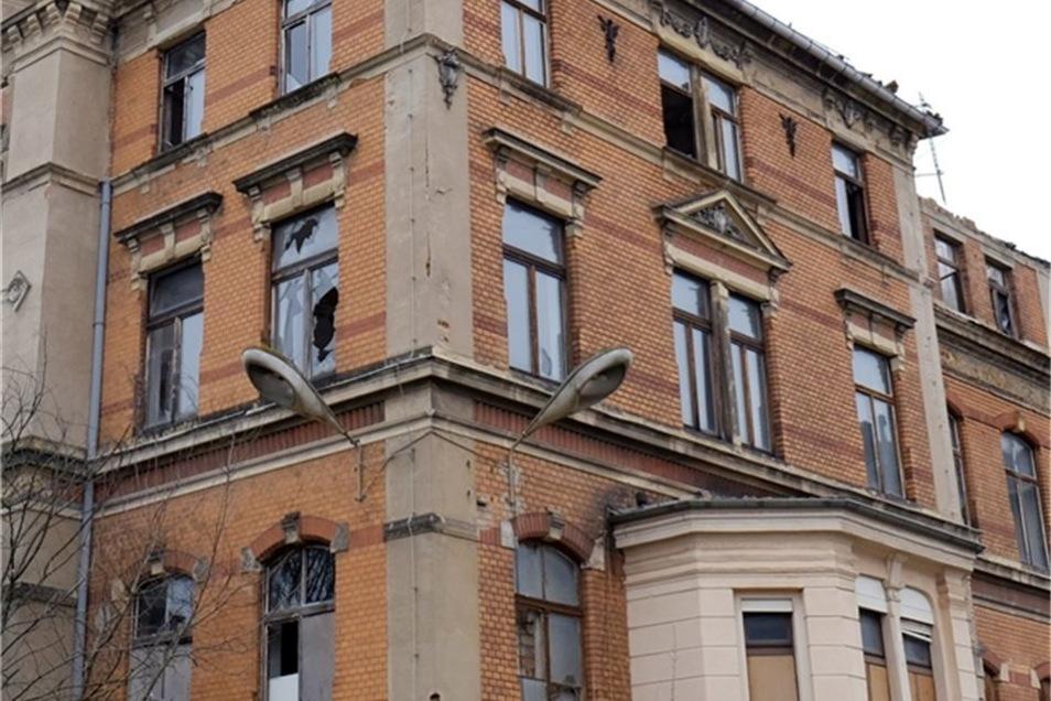 Landkrankenhaus. Auch das alte Krankenhaus verfällt immer mehr.
