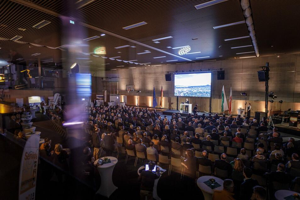 Stuhl eng an Stuhl, Hunderte Menschen in einem Raum: So ging es los beim Neujahrsempfang des Görlitzer Oberbürgermeisters Ende Januar.