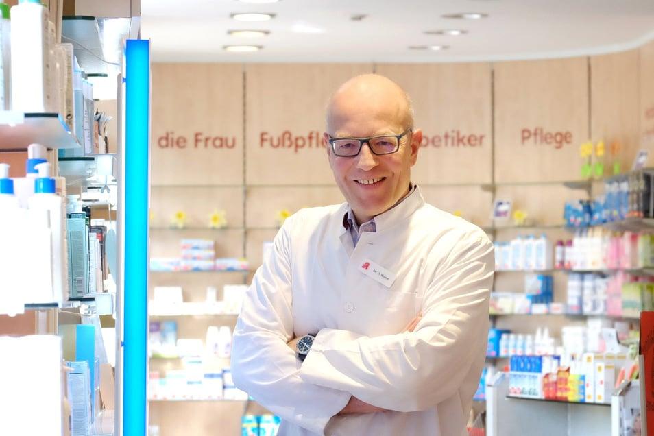 Vor allem Desinfektionsmittel sind bei Oliver Morof in seiner Moritz-Apotheke in Meißen gefragt. Aber auch Erkältungsmittel stehen hoch im Kurs.