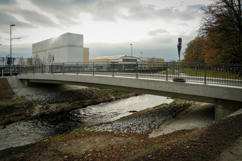 Die neue Brücke über die Spree in Bautzen ist fertig. Sie ist Teil der neuen Zufahrt zum Bombardier-Werk.