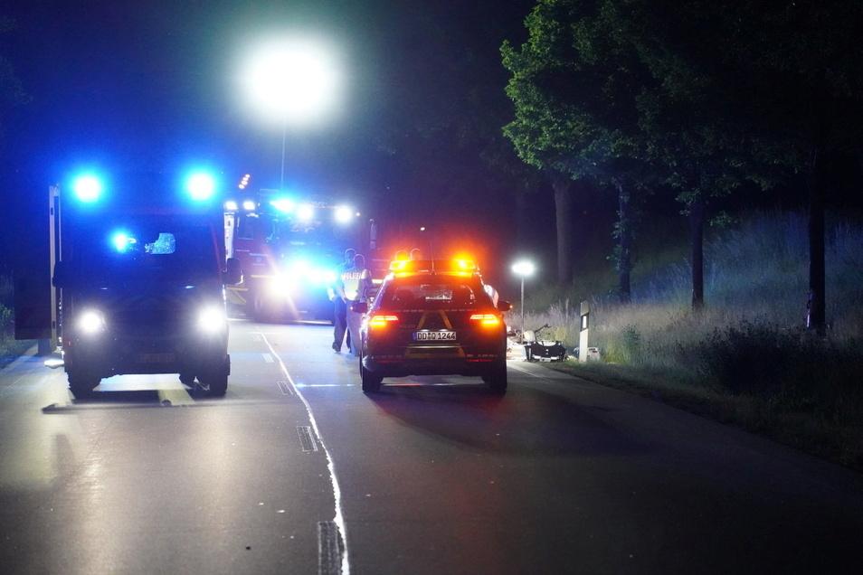 Ein 17-Jähriger kam bei einem Motorradunfall in Bautzen ums Leben. Er krachte mit seiner Maschine gegen einen Baum.
