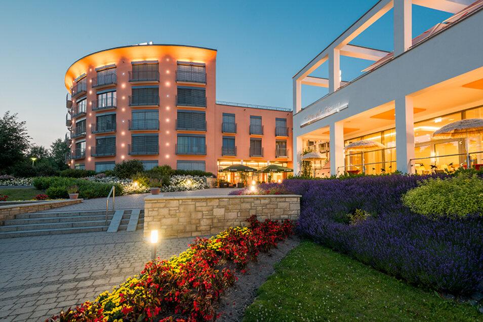 Schon die Außenansicht macht Lust auf Entspannung und mehr im Hotel Vitalpark