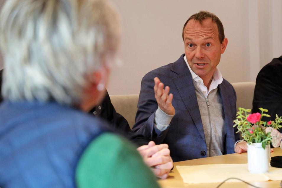 Auch Sachsens Landwirtschaftsminister Wolfram Günther (Grüne) war vor Ort. Die Digitalisierung biete Chancen, in Sachen Umweltschutz oder Tierwohl voranzukommen und eine nachhaltige Landwirtschaft zu bekommen, sagte er.
