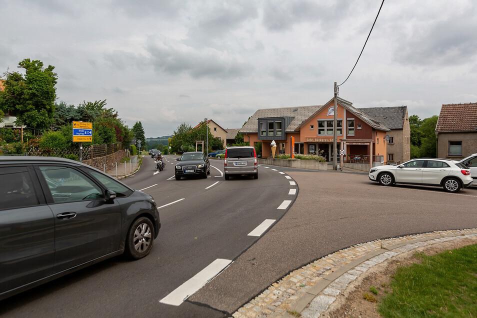 Diese Kurve in Oberhäslich hat seit 2017 fünf Verkehrsunfälle gesehen, davon zwei mit Personenschaden.
