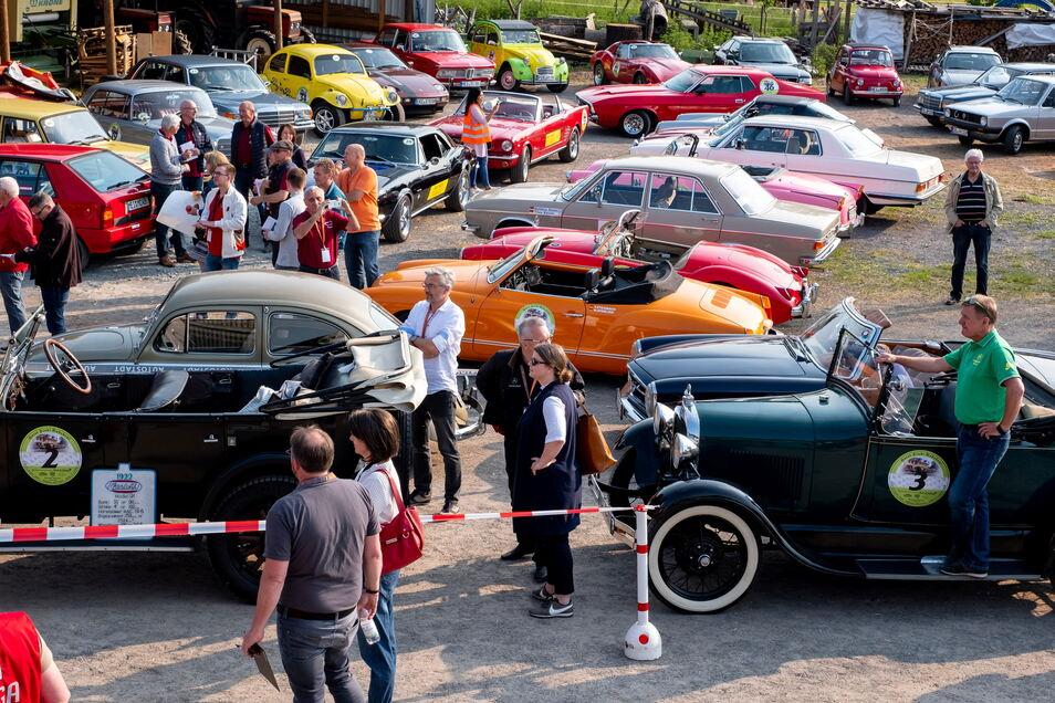 Oldtimer-Rallye in Radebeul. Volkssolidarität-Mitglieder beteiligten sich an solchen Rallyes, der Verein war aber nicht selbst Ausrichter. Vorstand Frank Stritzke sieht darin eine gute Außenpräsentation für den Verein.