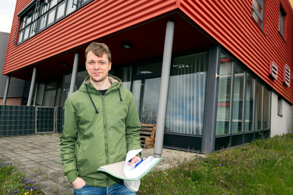 Quartiersmanager David Remetter ruft zum gemeinsamen Müllsammeln im Bautzener Stadtteil Gesundbrunnen auf.