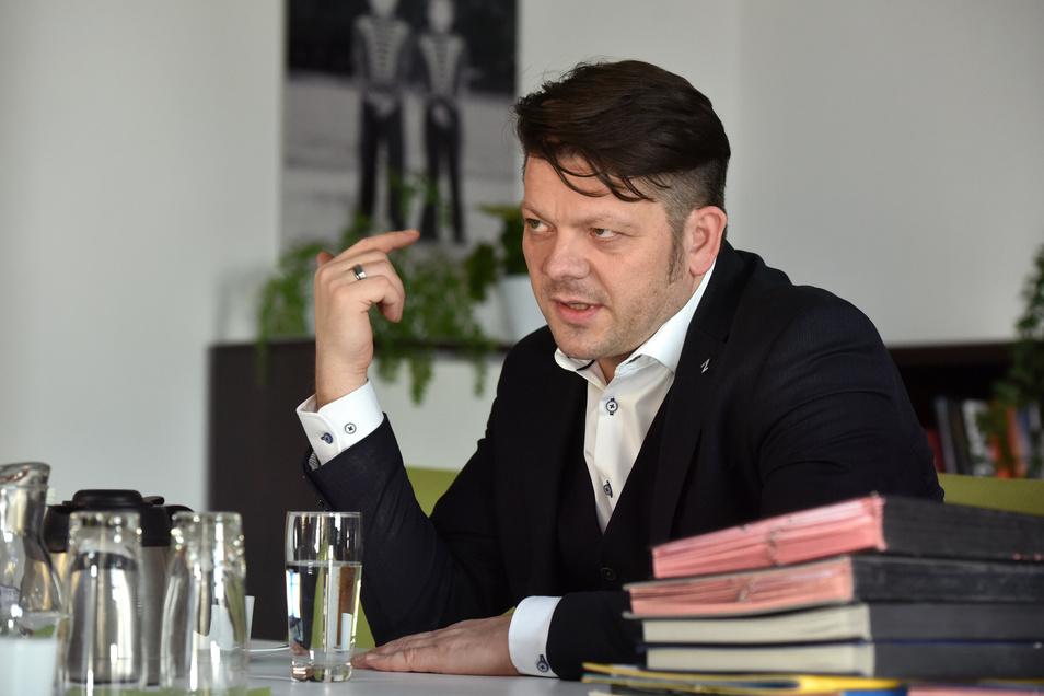 Stellt sich den Kritikern entgegen: Zittaus Oberbürgermeister Thomas Zenker.