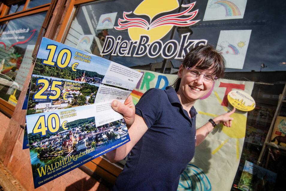 Bei Katja Dierbeck, Inhaberin der Buchhandlung Dierbooks, sind die Waldheim-Gutscheine ab Freitag ebenso zu haben wie im Autohaus Mäke im Gewerbegebiet Richzenhain.