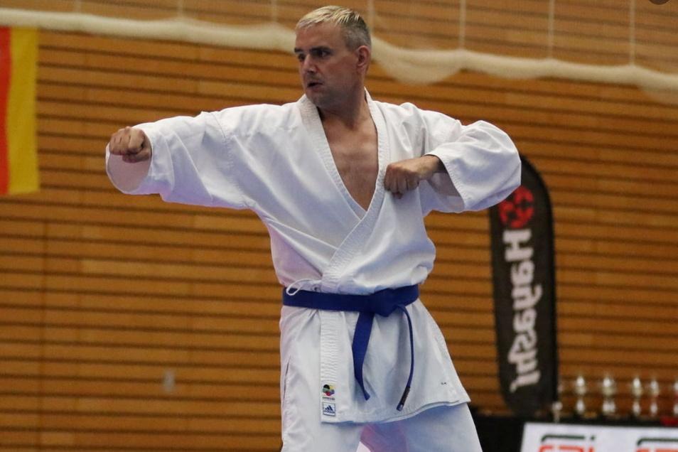 Marcus Schlenkrich aus Kamenz holte sich am Wochenende Gold bei der Deutschen Para-Karate- Meisterschaft in Berlin. Seit einem schweren Unfall 2009 ist er gehandicapt.