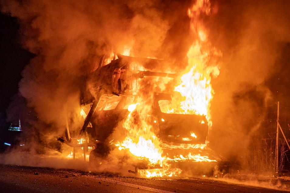 Lichterloh brannte Mitte Dezember letzten Jahres ein Lkw auf der A 4 zwischen Ohorn und Burkau. In Bautzen stoppte die Polizei jetzt einen Laster, bei dem Ähnliches hätte passieren können.