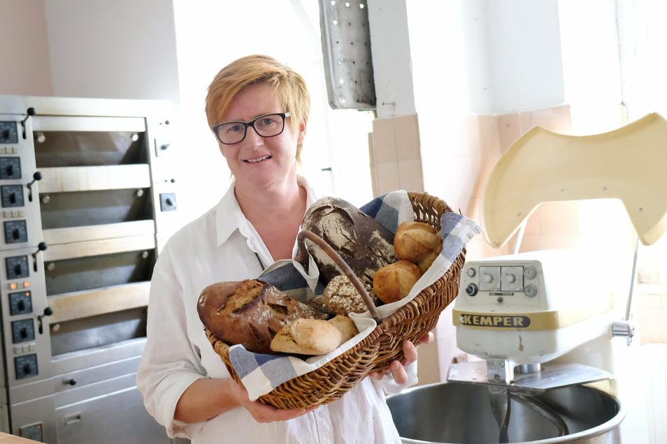 Mehl, Wasser und Salz. Das sind die Zutaten für Anja Rackettes Brote und Brötchen in Pegenau. Vor einem Jahr gründete sie ihre kleine Bäckerei.