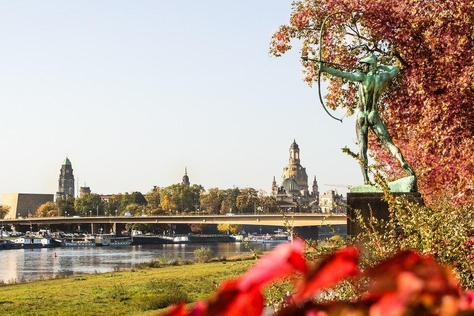 Auch in der Großstadt sollte jede Möglichkeit für einen Spaziergang an der Sonne genutzt werden - gerade im Herbst.