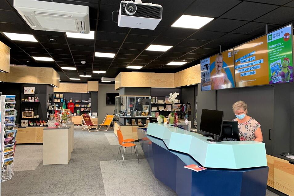 Neues DDV-Lokal an der Dohnaischen Straße, Mitarbeiterin Ulrike Krause: Das Reisegeschäft der Sächsischen Zeitung und der Ticketverkauf nehmen wieder Fahrt auf.