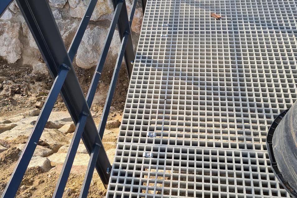 Im unteren Teil der Brücke muss nachgearbeitet werden.