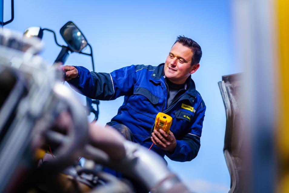 Als Meister im Landmaschinenmechanikerhandwerk bildet Markus Reek eine wichtige Schnittstelle zwischen modernster Landmaschinentechnik und handwerklichem Geschick.