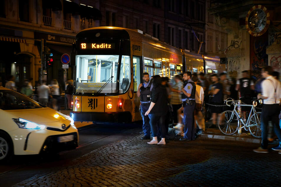 Nicht immer hat die Linie 13 nachts noch genug Platz auf der Neustadtkreuzung.