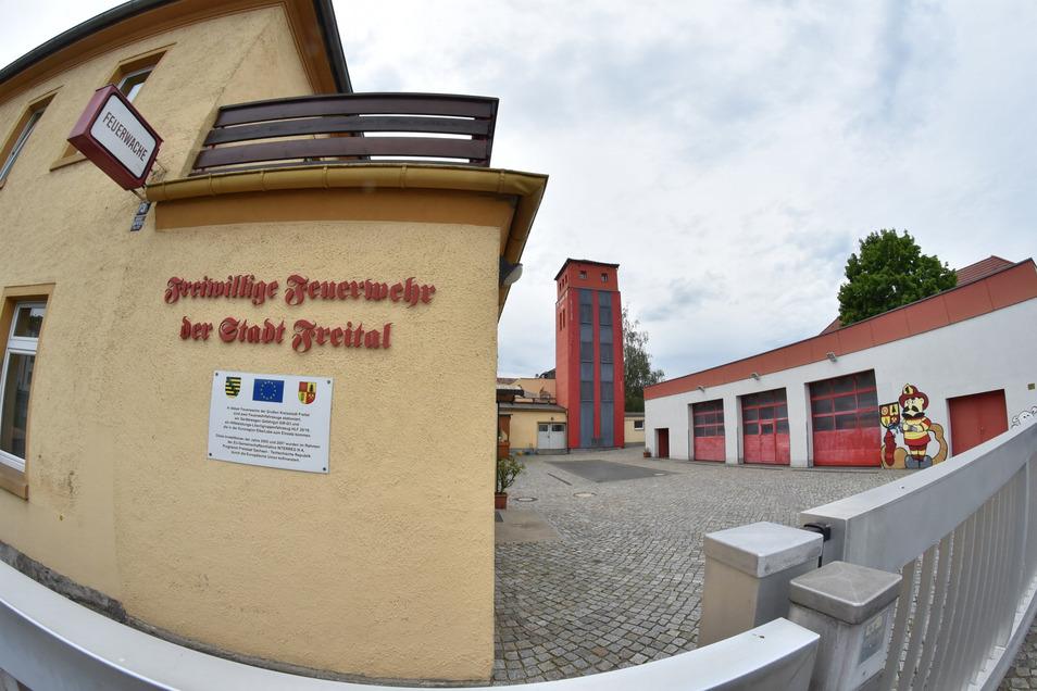 Der Standort der Feuerwehr in Freital-Döhlen ist zu klein und zu unmodern. Nun soll ein Neubau her.