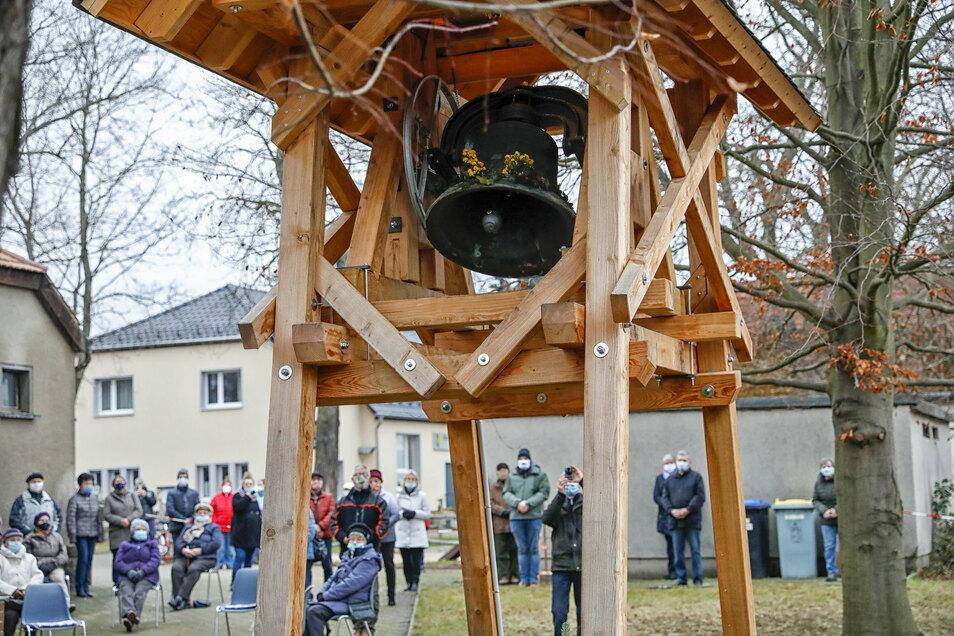Heute hat die neue Glocke in Neueibau zum ersten Mal offiziell geläutet.