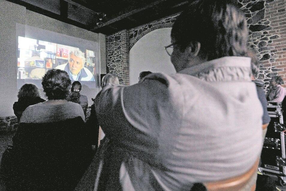 Mit einer Komödie mit Henry Hübchen öffnete das Scheunenkino in Schleife für diesen Sommer seine Pforten. Drei weitere Filmabende folgen noch.