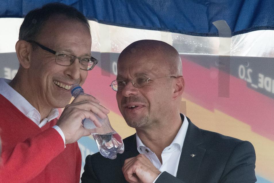 Beim Wahlkampfauftakt der AfD in Brandenburg ist Jörg Urban Gastredner. In Sachsens Nachbarland liegt die Partei bei Werten um die 20 Prozent – etwa so stark wie SPD und CDU. Landeschef ist dort Andreas Kalbitz (re.).