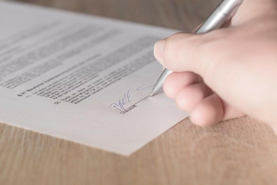 Unterschriften, mit denen rechtsverbindliche Schriftstücke angefertigt werden, sind im digitalen Zeitalter eher rar geworden.