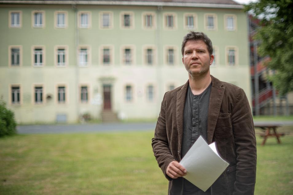 """Nach der Absage im Sommer verfolgt der Verein Freie Alternativschule Kamenz nun doch wieder den Plan, im alten Braunaer Schloss eine freie Schule zu gründen. """"Es geht weiter"""", sagt Frank Jank vom Vorstand des Vereins."""