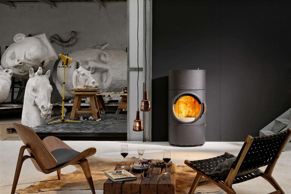 Mit einem modernen Kaminofen wie dem Clou Xtra von Austroflamm zukunftssicher in den eigenen Besitz investieren