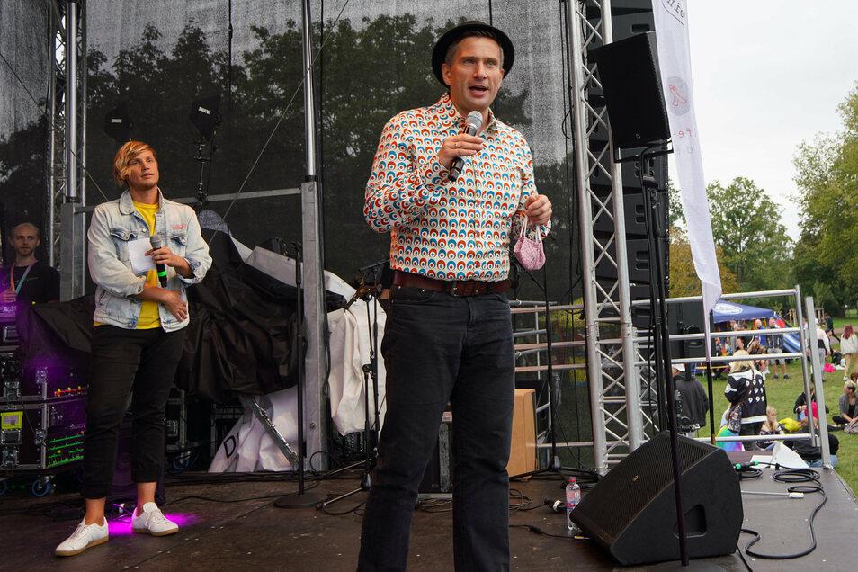 CSD-Kundgebung im Dresdner Alaunpark: Sachsens Wirtschaftsminister Martin Dulig (SPD) spricht zu den Demo-Teilnehmern.