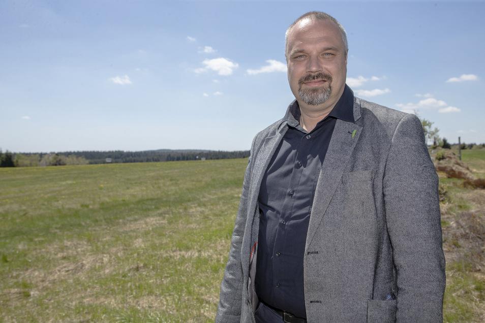 Torsten Krawczyk, Präsident des Landesbauernverbandes, freut sich, dass die satellitengesteuerte Landtechnik nun noch präziser arbeiten kann. Das ist gut für die Ökonomie und die Ökologie.