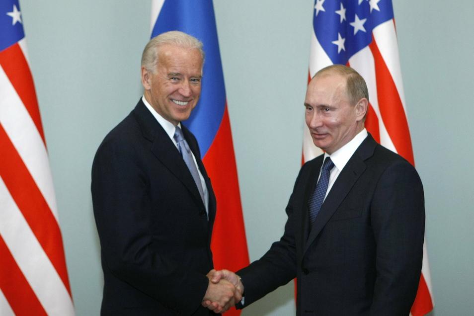 Im Jahr 2011 trafen sich der damalige US-Vizepräsident Joe Biden (l) und der russische Präsident Wladimir Putin zu Gesprächen in Moskau.