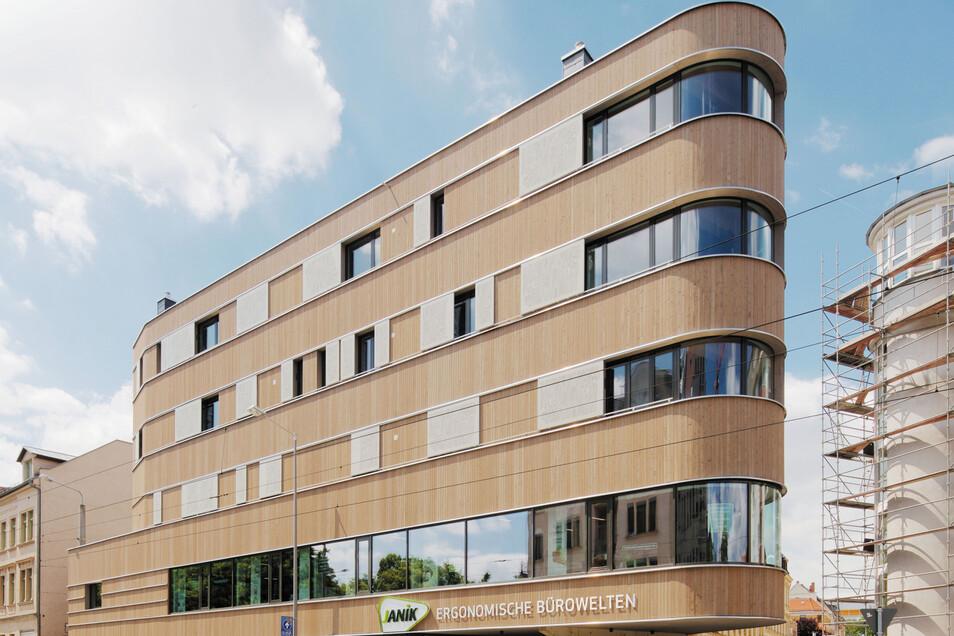 Das Holzhaus Leipzig-Lindenau von ASUNA – Atelier für strategische und nachhaltige Architektur Leipzig, erhielt eine Anerkennungen für Ökologie und Nachhaltigkeit beim Architekturpreis des BDA Sachsen 2019. bda-sachsen.de