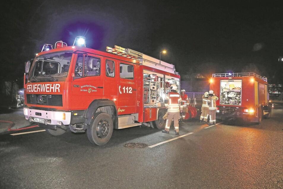 Die Freitaler Feuerwehr, hier bei einem Einsatz im April auf der Wigardstraße.