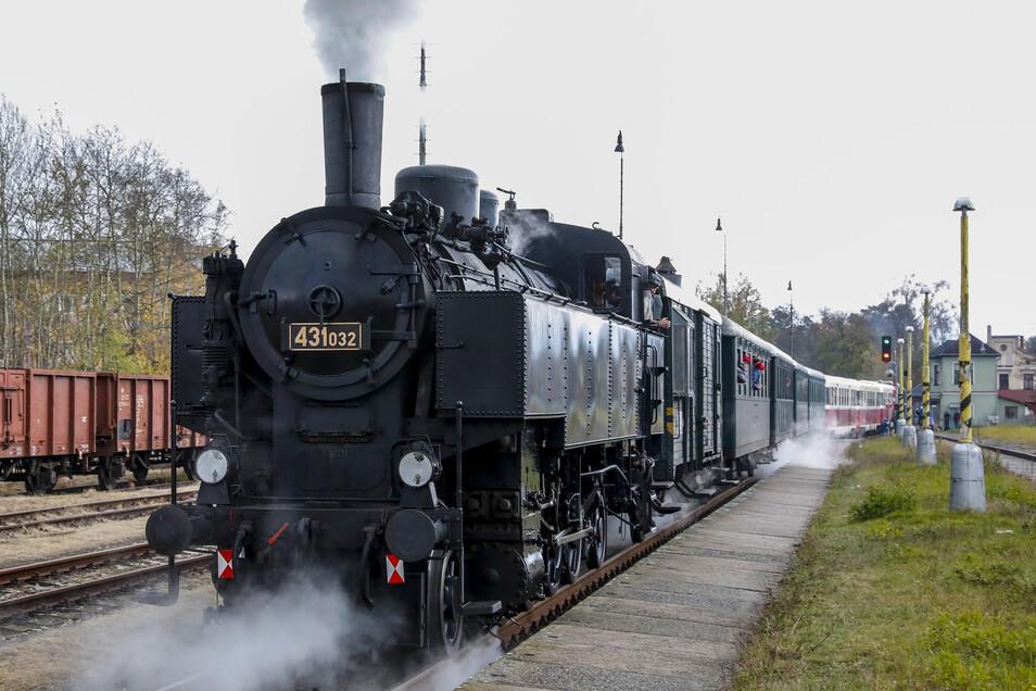 Zwischen Hradek und Liberec verkehrt anlässlich des Bahnjubiläums ein historischer Dampfzug.