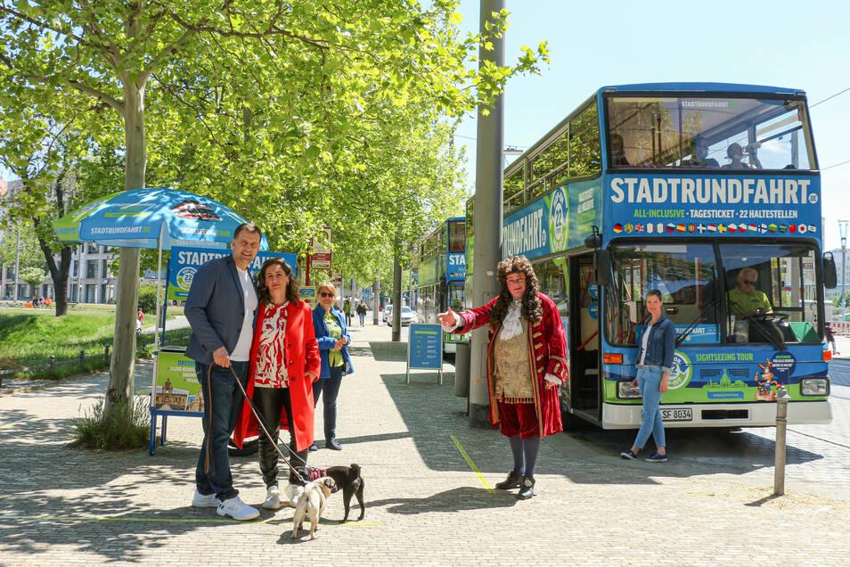 René und Katja Kindermann gingen samt Hunden auf Stadtrundfahrt.