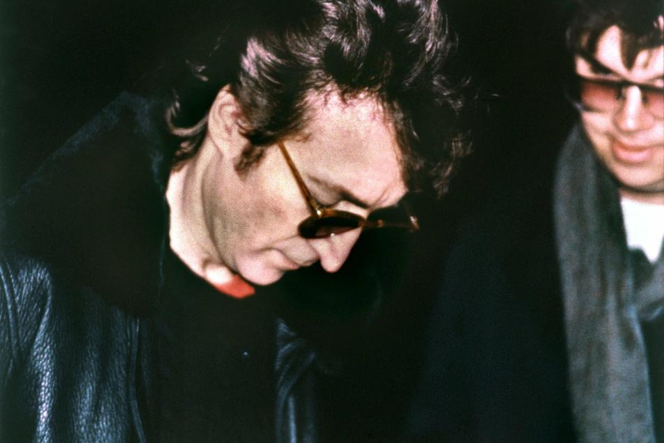 Einen Tag vor seinem Tod gab John Lennon noch ein Autogramm.