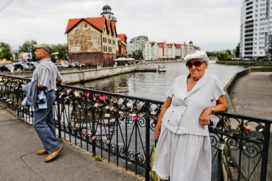 Die Honigbrücke über den Fluss Pregola ist die älteste Brücke in Kaliningrad.