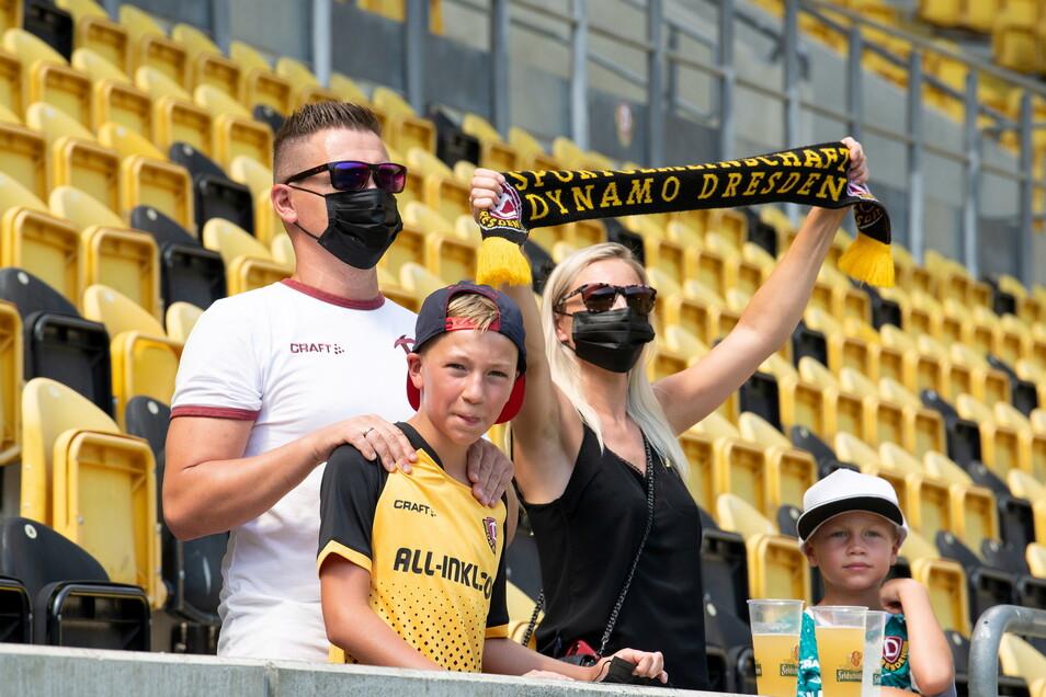 Rund 200 Dynamo-Fans verfolgten den Trainingsauftakt der Schwarz-Gelben live im Rudolf-Harbig-Stadion.