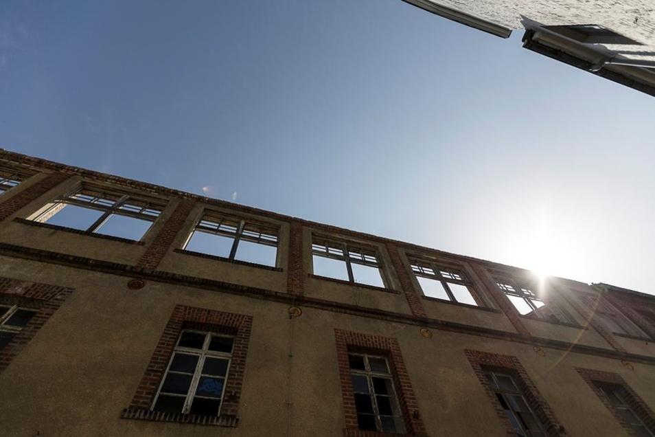 Bei einem Gebäudeteil wurde das einsturzgefährdete Dach vor zwei Jahren abgetragen.