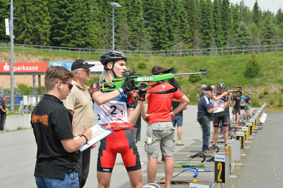 Die Biathlonarena hat eine Spende in Höhe von gut 6.000 Euro erhalten.