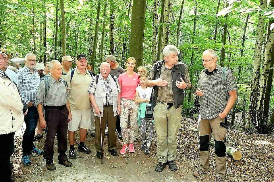 Teilnehmer der diesjährigen Freundschaftswanderung: Von Porschdorf durch den Nationalpark nach Hohnstein.