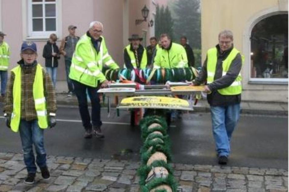 Der Heimatverein pflegt die Maibaumtradition in Pulsnitz.