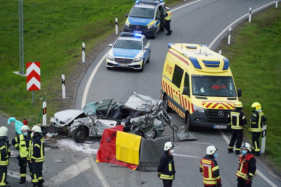 Bei einem Unfall auf der A 4 bei Weißenberg wurde eine Person getötet.
