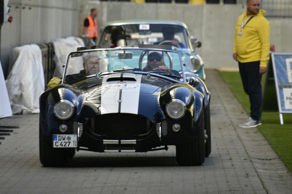 Sportlich, sportlich: Auch die Shelby Cobra 427 von 1965 ist eine waschechte Amerikanerin, gefahren von Jörg und Philipp Auerswald.